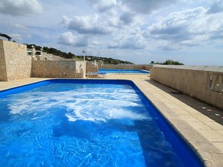 Don Carlos pool residence