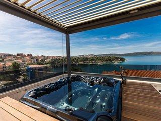 Luxury Apartment Royal M with Pool VI