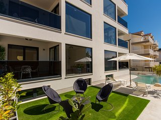 Luxury Apartment Royal M with Pool II