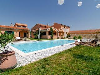 Villa Grandiflora with Pool