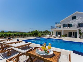 Luxury Villa Aurelia with Pool