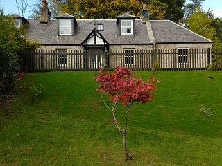 Former Royal Balmoral Estate cottage, extended & refurbished,child/pet friendly.
