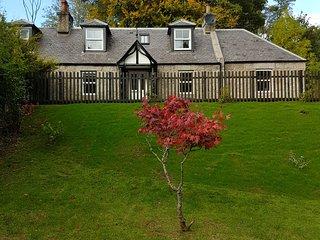Former Royal Balmoral Estate cottage, extended & refurbished,child/pet friendly.