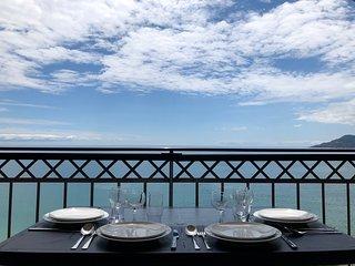 Cannes Beach, vue mer exceptionnelle 180° face aux plages de sable fin