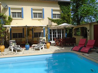 Charming Provencal apartment with EXCLUSIVE use of large pool