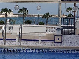 Bonito Apartamento con vistas al mar y piscina