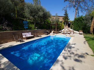 Catalunya Casas: Wonderful Casa de la Selva for 12 guests, just 22km to the beac