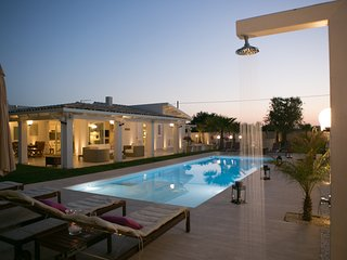 Lovely villa, just 300mt from the sea