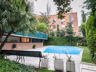 Chic 1 Bedroom Apartment with Swimming Pool in Chamartín