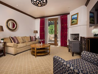 Stunning Suite + Balcony | Onsite Spa, Pool & Rooftop Hot Tubs!