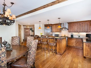 Sleeps 12: Luxury Vail Residence with 5 Bedrooms