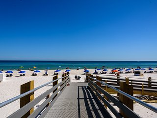 WOWPhoenix III condo/Upscale/Sparkling ocean views/Lovely,comfy decor/Beachfront