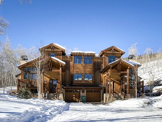 AMAZING Ski Holiday Home with Private Hot Tub and Loft - Sleeps 10!!