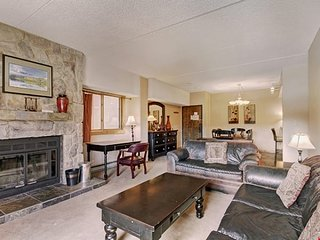 Premier Ski Condo with Access to 4 Hot Tubs and Pool + Private Balcony