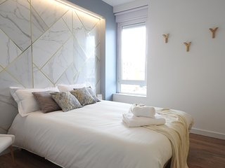 Lisbon Airport Suites - Marble Bedroom
