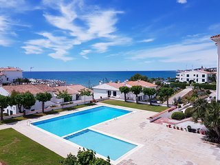 Estudio con piscina y delante de la playa!!