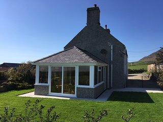 Llyn Holidays - Cae Garw Farmhouse