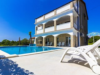 Villa Arta with 65 m2 Pool and Jacuzzi - Apt. 1