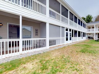 Studio condo w/ screened porch & shared pool/pool table - near downtown/beaches!