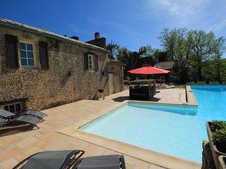 Domaine Lou Peyrol - Maison en pierre avec Piscine Privee