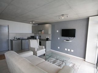 Apartment in Cape Town with Internet, Pool, Lift, Parking (675682)