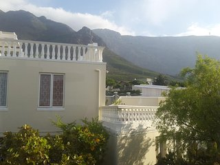Apartment 546 m from the center of Cape Town with Parking, Balcony, Washing mach