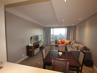 Apartment 884 m from the center of Cape Town with Internet, Lift, Parking, Balco