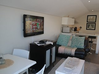 Apartment 569 m from the center of Cape Town with Internet, Pool, Balcony (67568