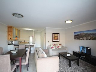 Apartment in the center of Cape Town with Lift, Parking, Balcony, Washing machin