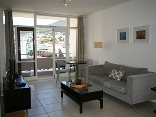 Apartment in the center of Cape Town with Lift, Parking, Garden, Balcony (675747