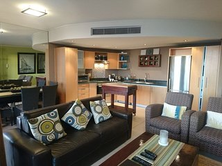 Apartment 203 m from the center of Cape Town with Internet, Pool, Air conditioni