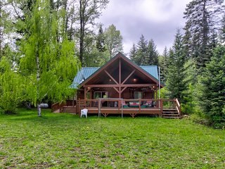 NEW LISTING! Vintage riverfront cabin w/covered deck-lake nearby