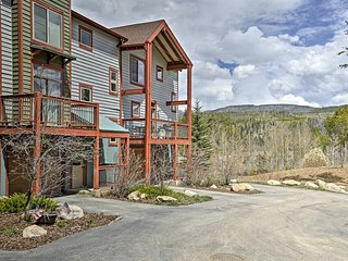 NEW! Downtown Wolf Park Townhome w/Hot Tub & Decks