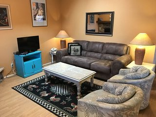Cute and Cozy Condo! A comfortable roost among the majestic red rocks! Padre 38