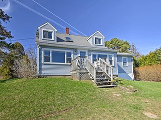 NEW! Waterfront Tidal Cove Cottage-Kayak & Views!