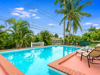Fabulous 4BR Gem w Pool, Great Amenities+8mins to Beach!