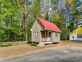JUST BUILT & TOTALLY UNIQUE! Walk to No Conway Village! Wifi & AC!