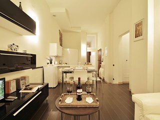 Malespini apartment in Duomo with WiFi, integrated air conditioning & lift.