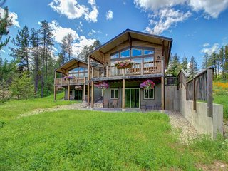 NEW LISTING! 3 chic chalets w/modern amenities, private decks & incredible views