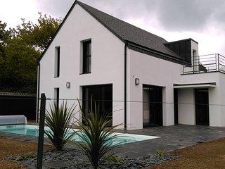 maison contemporaine avec piscine chauffée