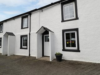 OLD FORGE, en-suite, dog-friendly, River Waver close by, Ref 980622