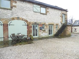 HALL END BARN, exposed beams and stone, barn conversion, countryside views, Ref