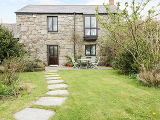 BRUNNION HOUSE, all ground floor, open fire, in Carbis Bay, Ref 977858