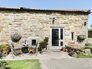 SWALLOW COTTAGE, pet friendly, character holiday cottage, with a garden in Stain