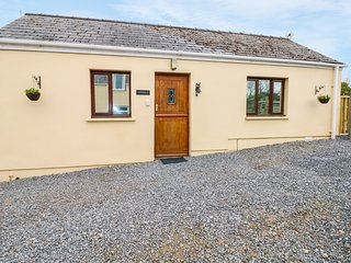 PRIMROSE COTTAGE ground floor studio accommodation, WiFi, shared use of grounds,
