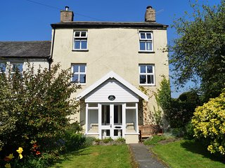 IVY COTTAGE, semi-detached, over three floors, en-suite, woodburner, parking, ga