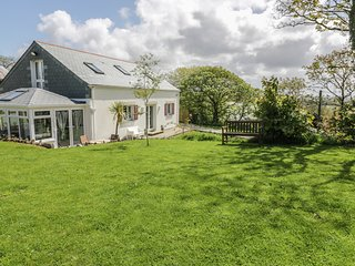 THE OLD LAMBING SHED, dog-friendly, en-suite, WiFi, Ref 982899