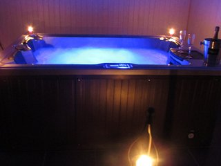 CHALET AVEC JACUZZI PRIVATIF