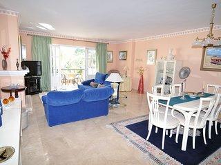 Luxurious & Spacious Beachside Apartment close to Marbella + Wifi, Heated Pool