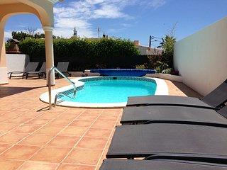 Casa Vista Mar, great 4 bedroom villa 10 mins walk from Carvoeiro, nr Vila Nova